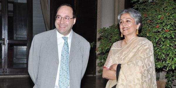El Ingeniero Matteo Volpe y el arquitecto Brinda Somaya durante el evento institucional a la Embajada en Nueva Delhi en India