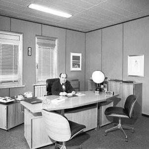 El ingeniero en su estudio en Segrate en los años setenta